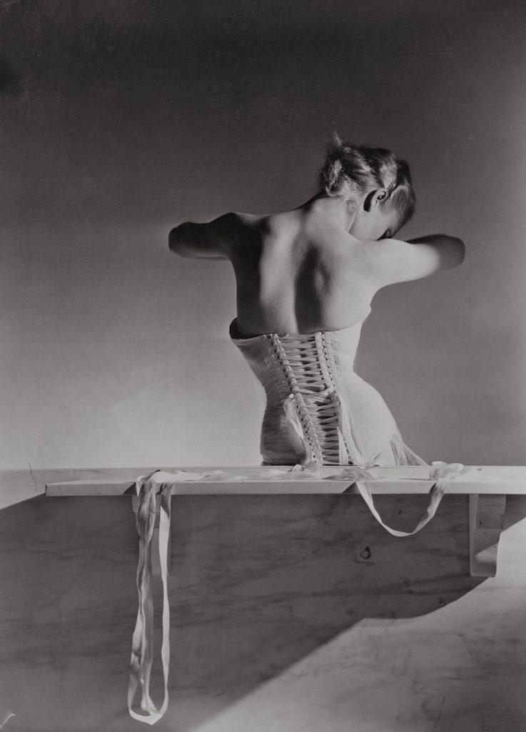 6_Corset_by_Detolle_for_Mainbocher_1939_Copyright_Conde_Nast_Horst_Estate Kopie