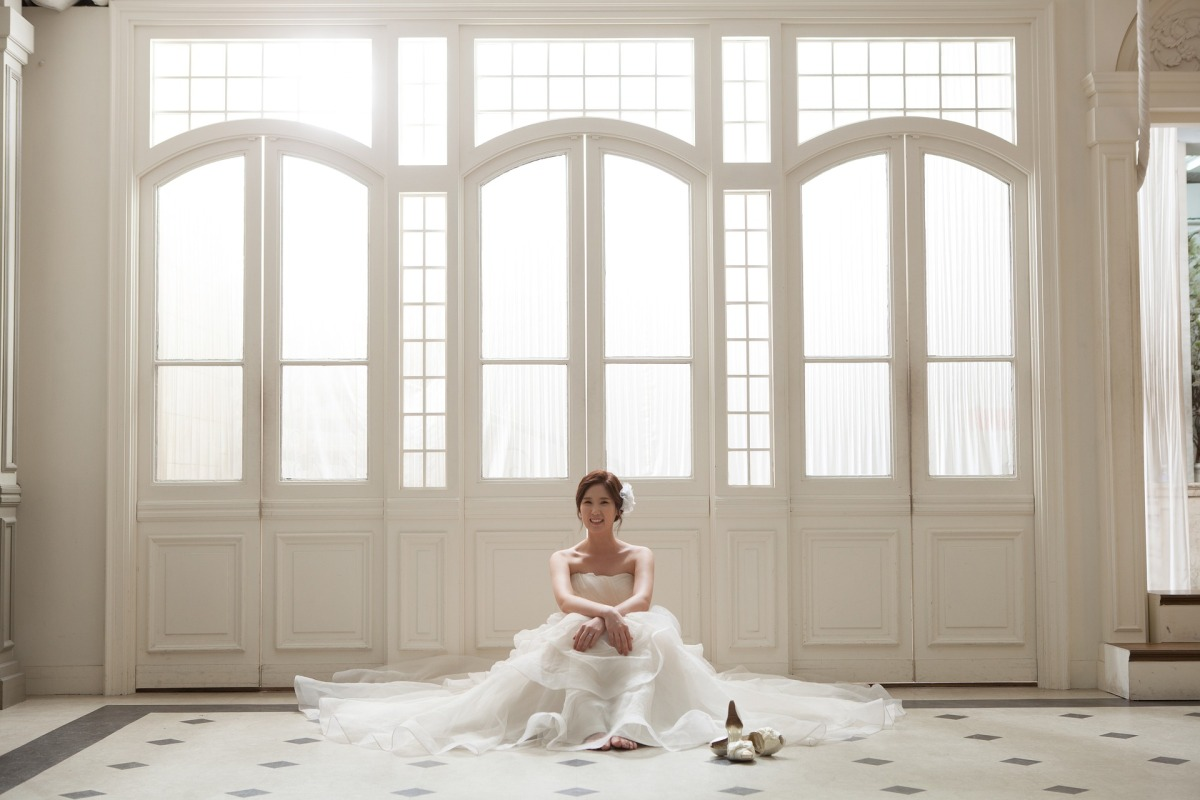 Timeless Bridal Gowns: 24 Stunning Designer Dresses for Your Classic Wedding